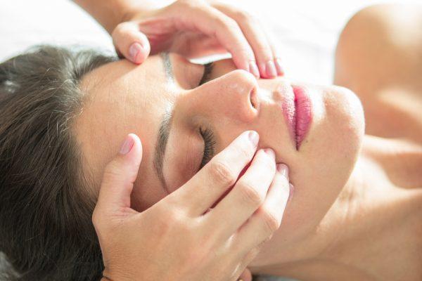 Tratamento Drenagem Linfática Facial Aromática - 50 min